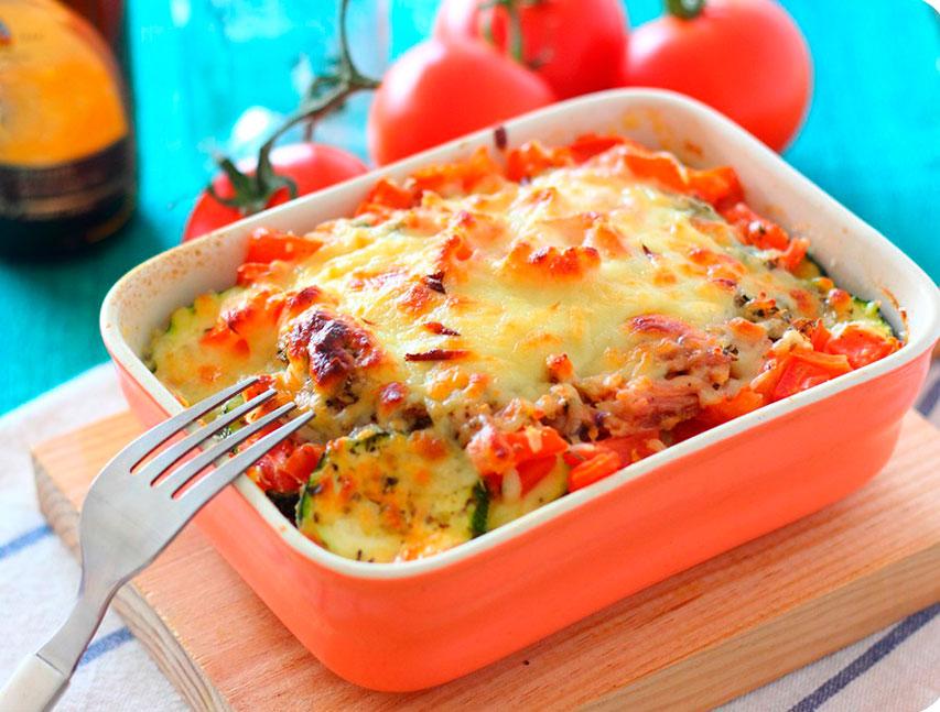 Lasaña de zucchini con atún y vegetales mixtos