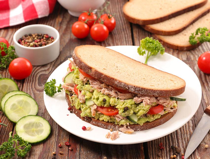 Sándwich de atún ahumado